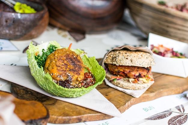 Campioni di piatti vegetariani