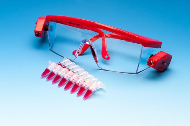 Campioni pcr e occhiali protettivi