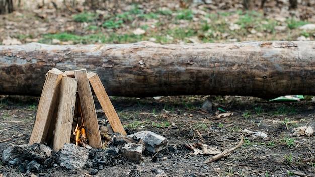 Campo alto fuoco all'aperto
