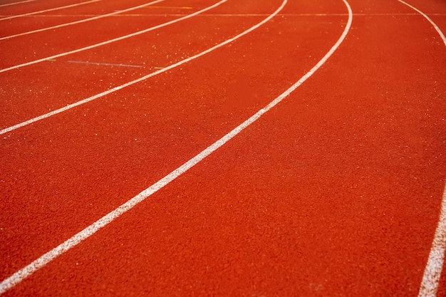 Campo da corsa per persone che esercitano e fanno jogging.