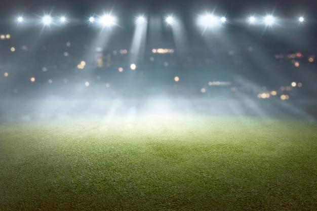 Campo di calcio con riflettori di sfocatura