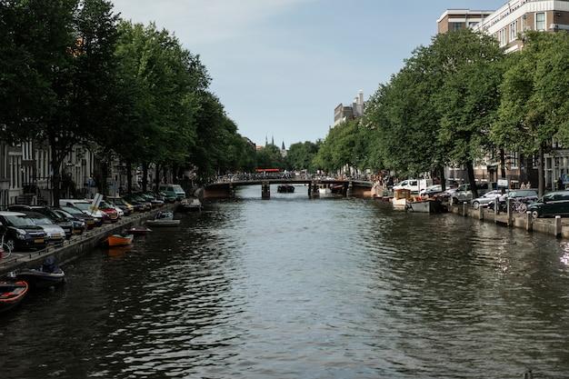 Canali di amsterdam, le barche camminano sull'acqua