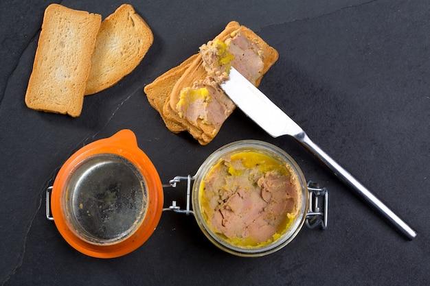Canard foie gras pate fatto con il fegato di un'anatra