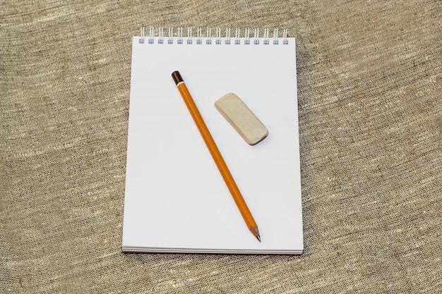 Cancellare la matita e pulire il notebook