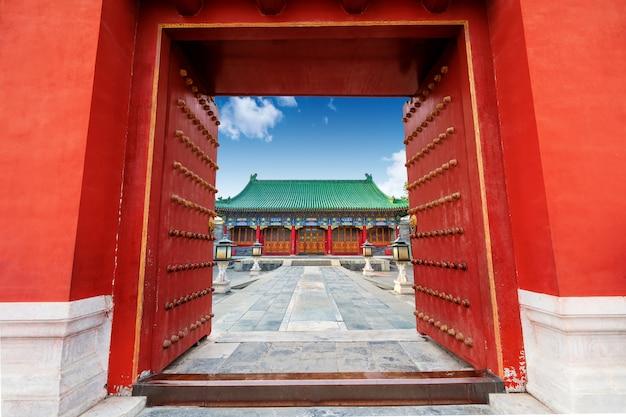 Cancello cinese antico della costruzione