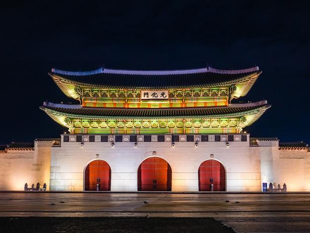 Cancello di gwanghwamun del palazzo di gyeongbokgung
