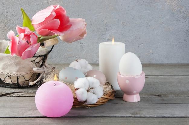Candela con aroma di rose e uova