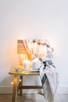 Candela in vetro candelabro con coppa sulla sedia