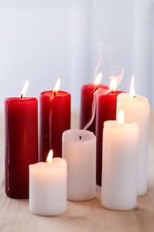 Candele bianche e rosse