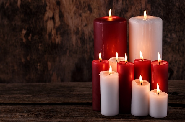 Candele bianche e rosse