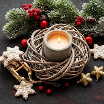 Candele e decorazioni natalizie