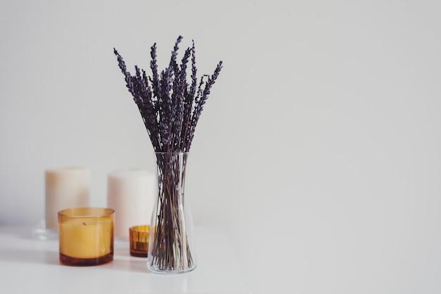 Candele secche di aroma e lavanda