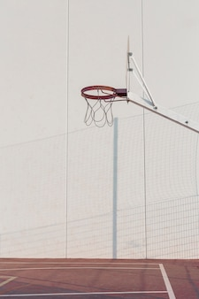 Canestro da basket in tribunale