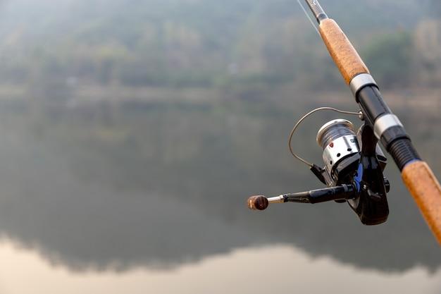 Canna da pesca con soft focus e over light