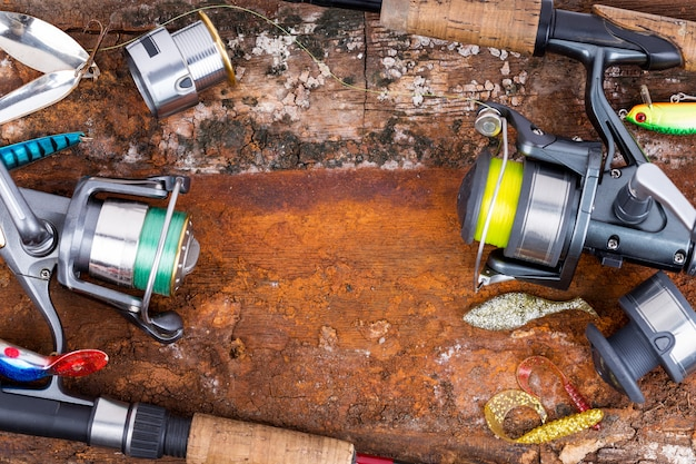 Canna da pesca e mulinello con filo
