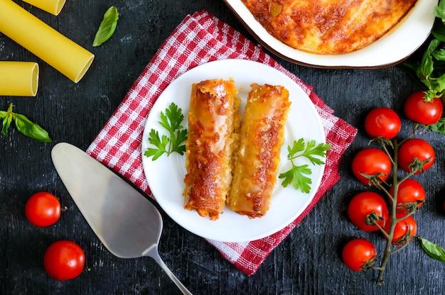 Cannelloni ripieni con besciamella