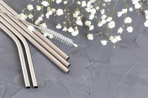 Cannucce riutilizzabili in metallo con fiori