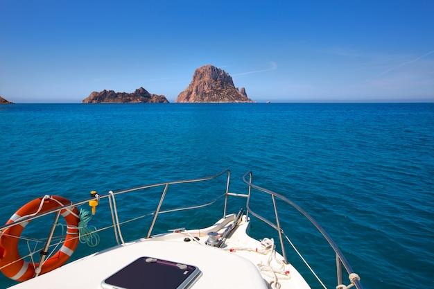 Canottaggio a ibiza con le isole di es vedra y vedranell