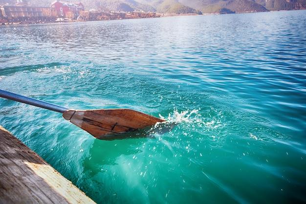 Canottaggio in acqua di mare