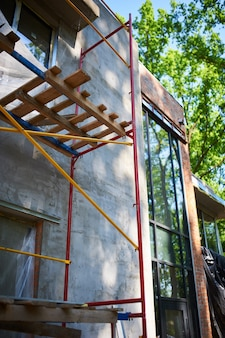 Cantiere con casa in costruzione