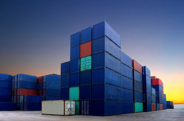 Cantiere portacontainer nel settore dell'import-export