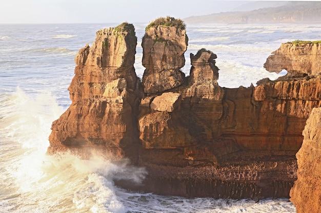 Canyon della roccia del pancake alla costa occidentale in nuova zelanda