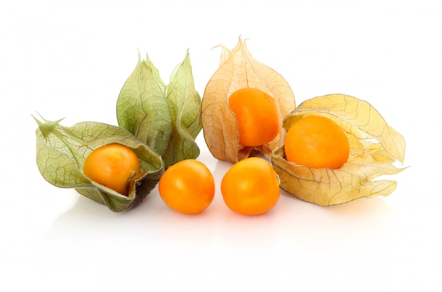 Cape gooseberry (physalis) isolato