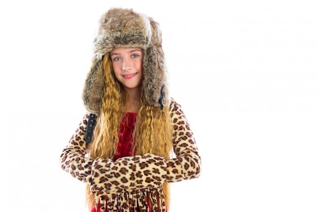 Capelli lunghi della ragazza bionda dell'inverno del bambino con i vestiti della pelliccia