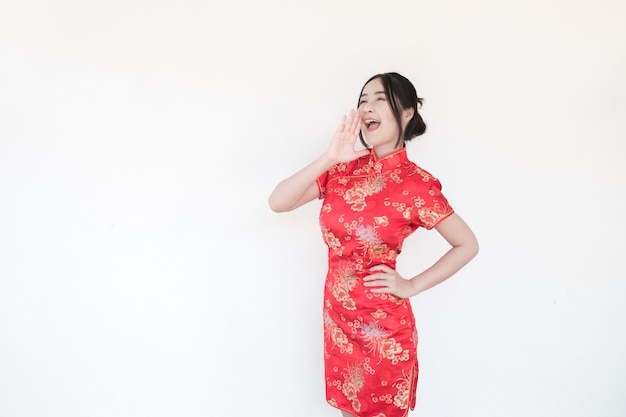 Capodanno cinese. le donne asiatiche fanno gesti eccitanti.