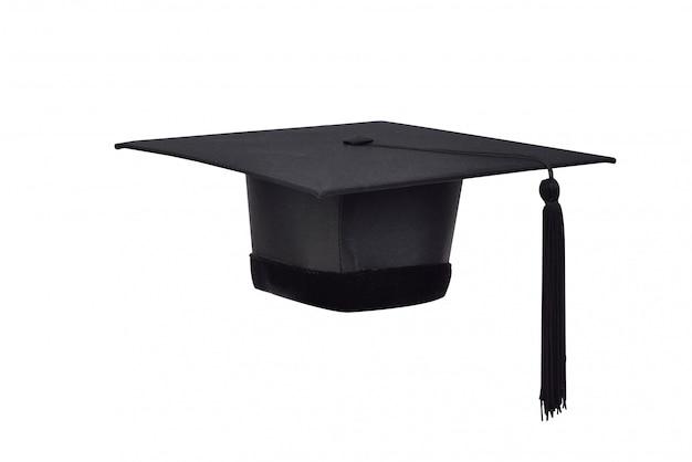 Cappelli neri e nappe nere dei laureati su bianco isolato