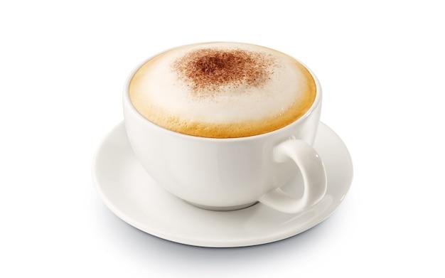 Cappuccino caldo del caffè con gomma piuma su fondo bianco