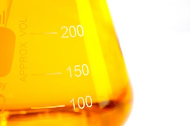 Capsula vitaminica olio di pesce per un concetto sano