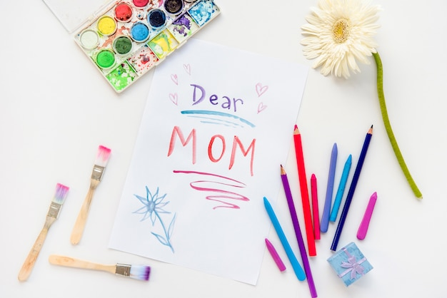 Cara mamma iscrizione su carta con matite