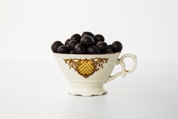 Caramelle al cioccolato in ciotola