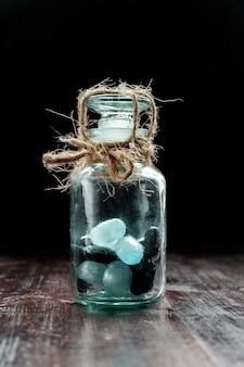 Caramelle chiuse in barattolo e legate con la corda, concetto del diabete