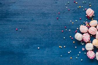 Caramelle colorate di diverse dimensioni