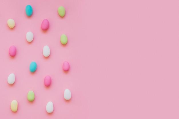 Caramelle colorate e spazio di copia