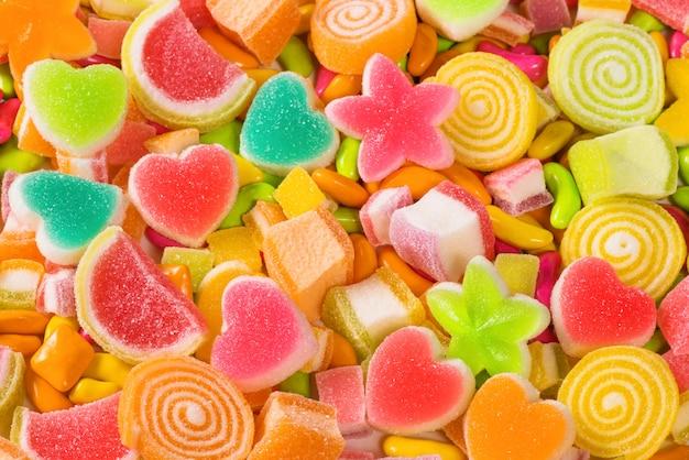 Caramelle zuccherate colorate, assort varie caramelle dolci sfondo