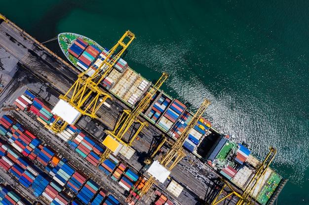 Carico e scarico di container da spedizione