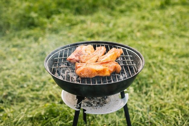 Carne alla griglia in natura