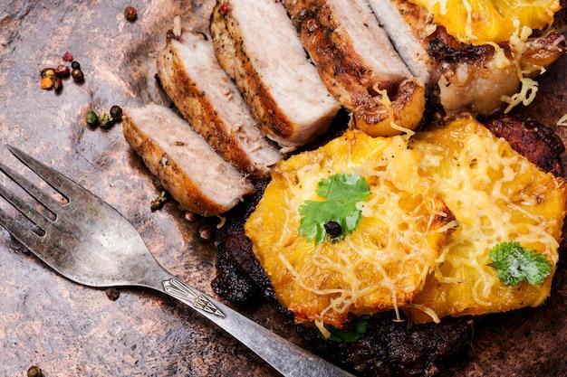 Carne con ananas