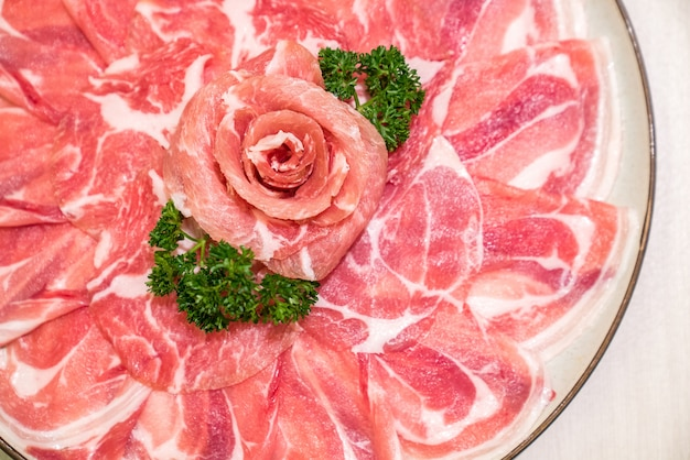 Carne di maiale cruda sukiyaki