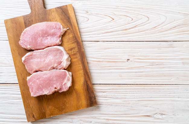 Carne di maiale fresca cruda