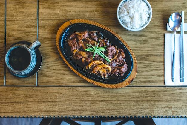 Carne di manzo barbecue tradizionale bulgogi coreano