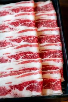 Carne di manzo crudo