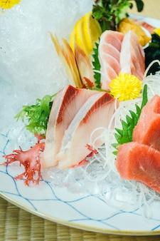 Carne di pesce sashimi crudo e fresco