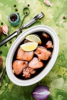 Carne di pollo marinata