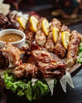 Carne fritta con limone e salsa