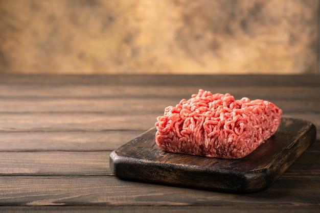 Carne macinata fresca di manzo crudo