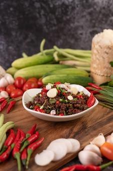 Carne macinata piccante, a base di carne cruda.
